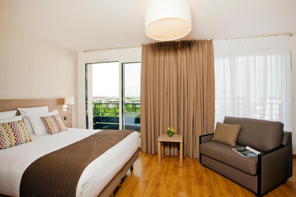 Hotel Colombes Monceau, Bois-Colombes, France - Booking.com