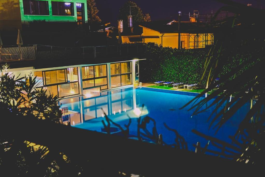 Het zwembad bij of vlak bij Hotel Terme Paradiso