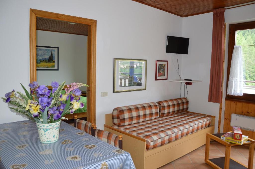 Appartamenti vacanze casa mezzana prezzi aggiornati per for Subito it trento arredamento