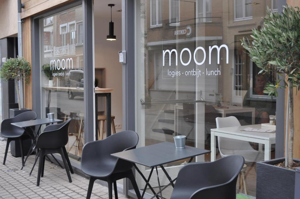 A restaurant or other place to eat at moom