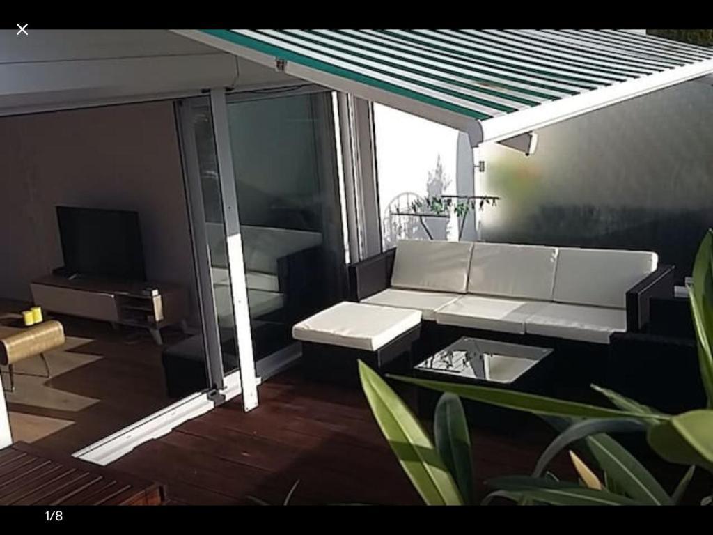 A seating area at Penthouse avec terrasse plein ciel