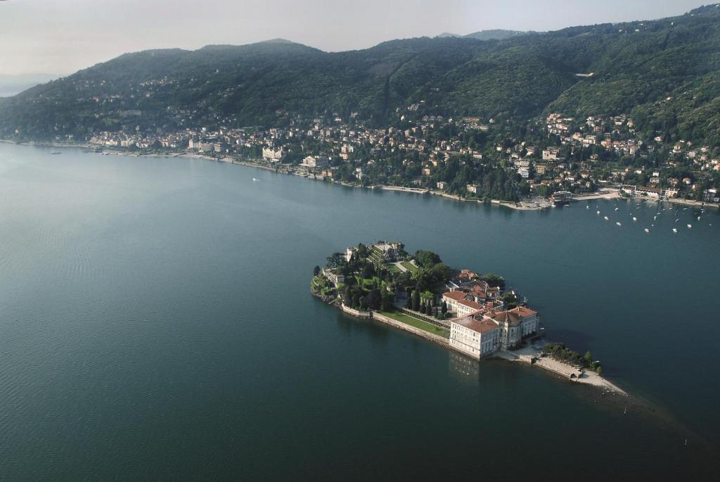 Apartment monolocale lago maggiore intra verbania italy for Designhotel lago maggiore