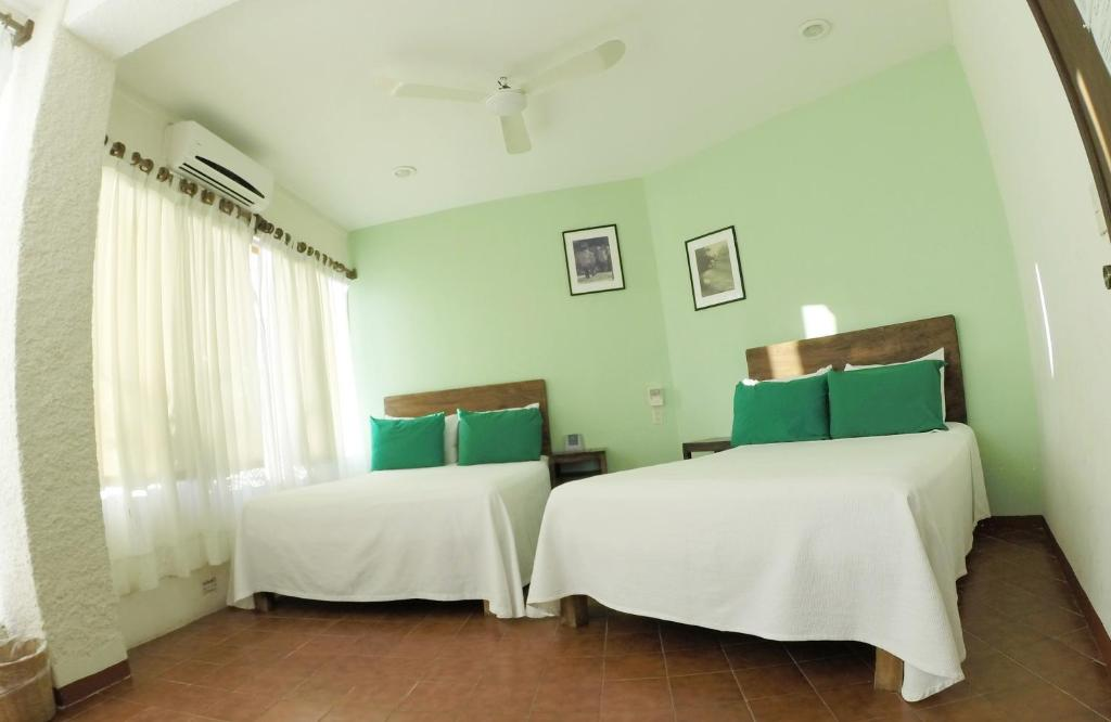 A bed or beds in a room at Hotel Puerto Piedra