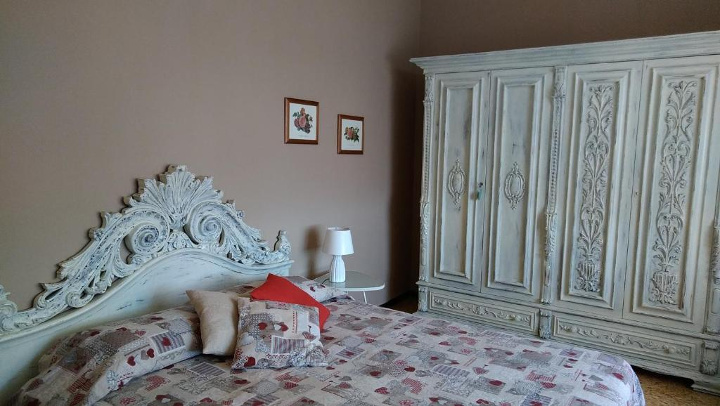 A bed or beds in a room at Casa di Osio