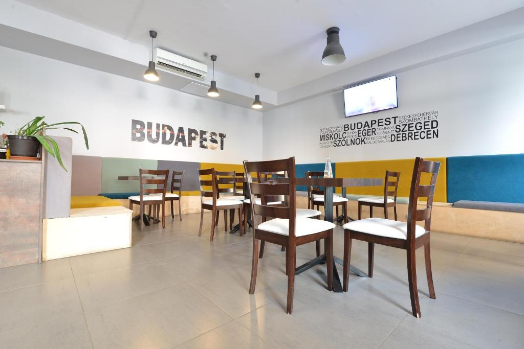 A restaurant or other place to eat at Visit Hostel Budapest