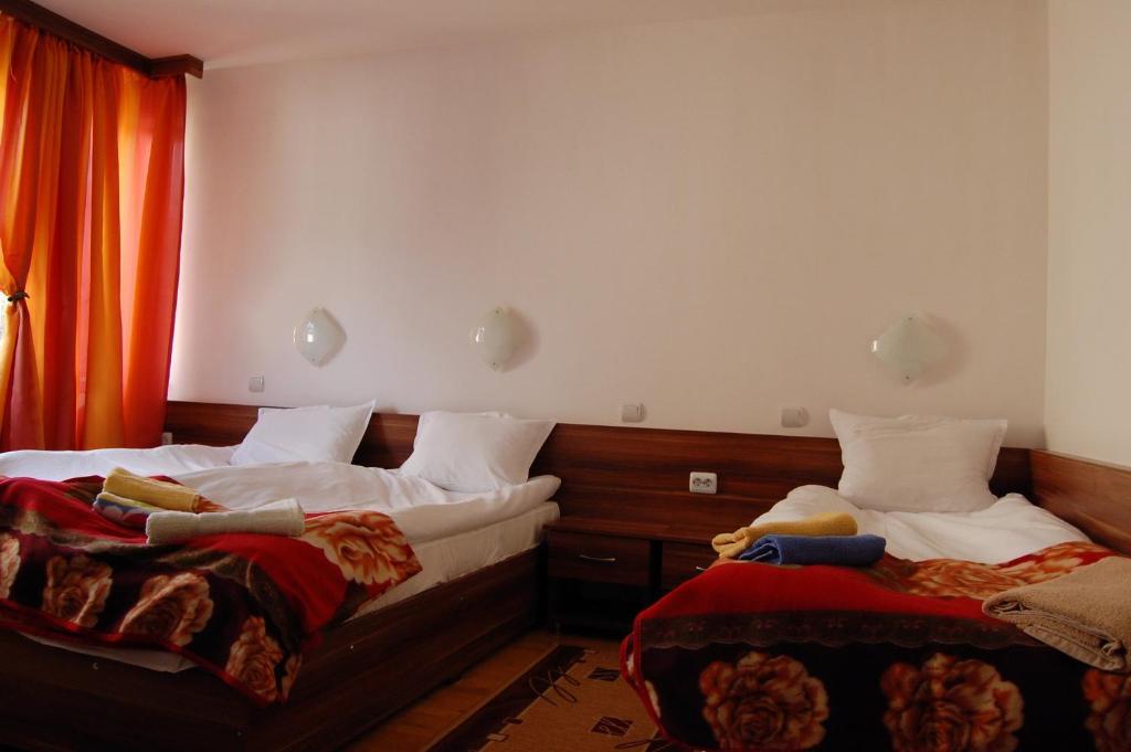 Къща за гости Guest House Dora - Чепеларе