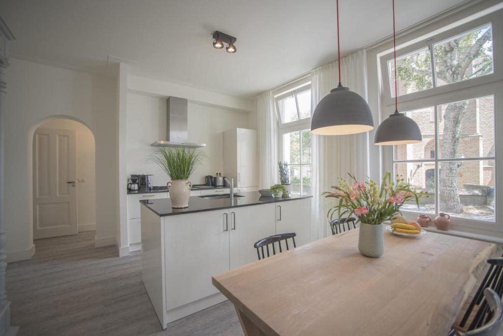 Lampen Bazaar Beverwijk : Apartment luxury upstairs & downstairs zandvoort netherlands
