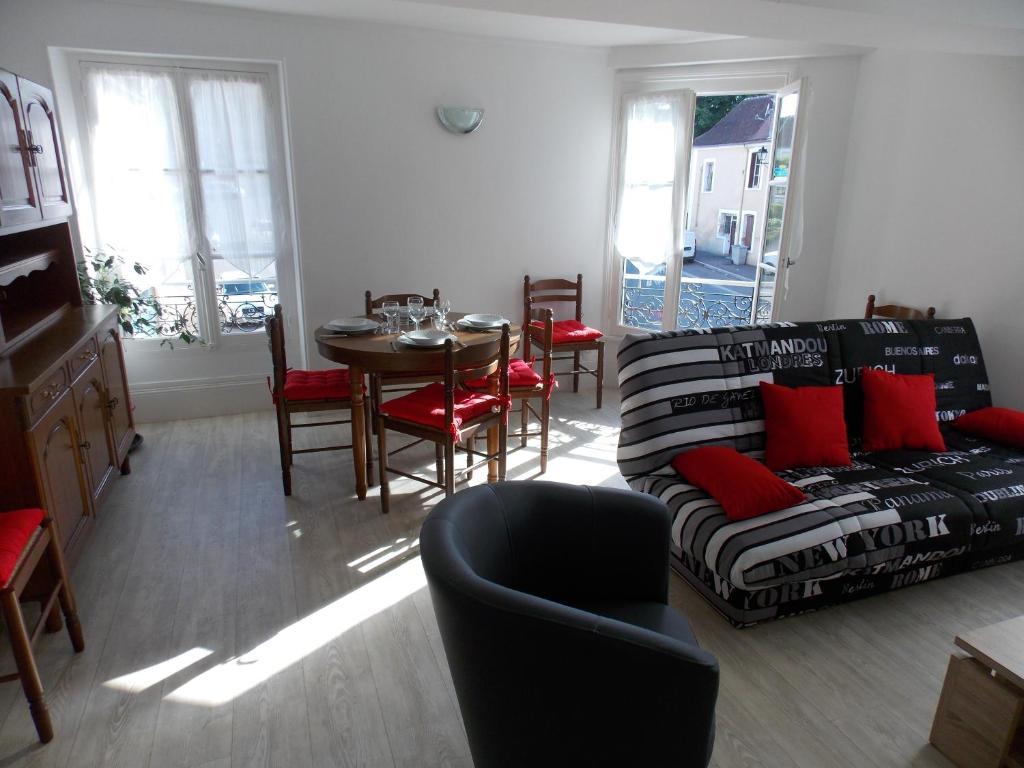 Apartments In Pierrefitte-ès-bois Centre