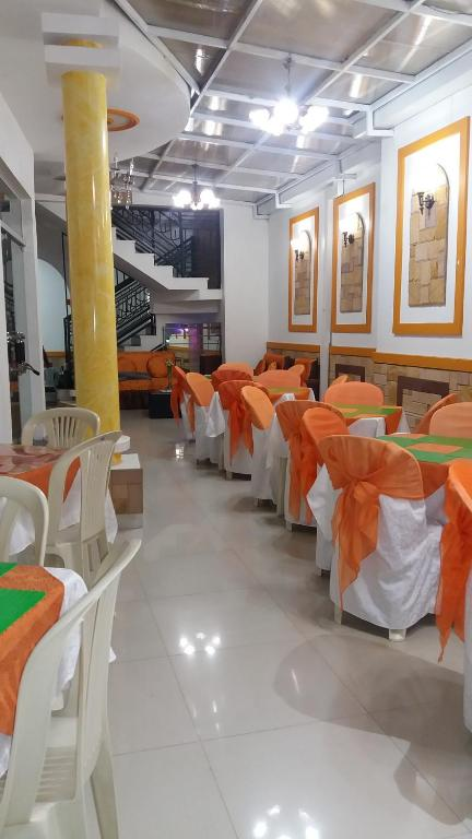 A restaurant or other place to eat at Hostal Corona Blanca