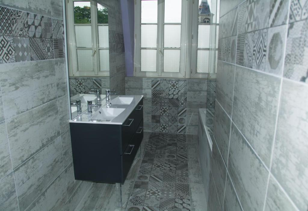 Freds Apartment Troyes France Bookingcom - Fred's floor tile