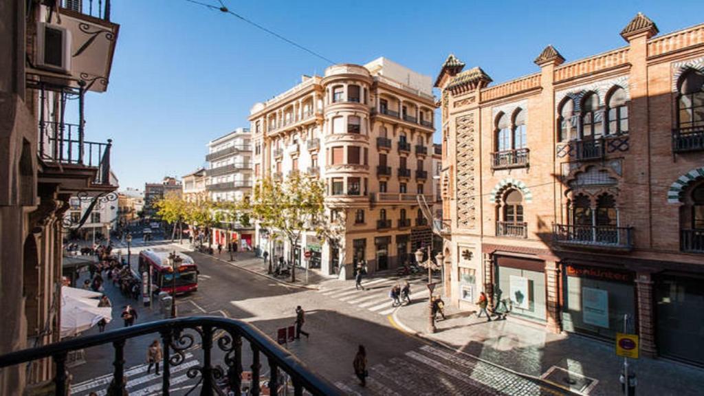 Apartamento balc n semana santa seville spain for Alquiler apartamentos sevilla semana santa