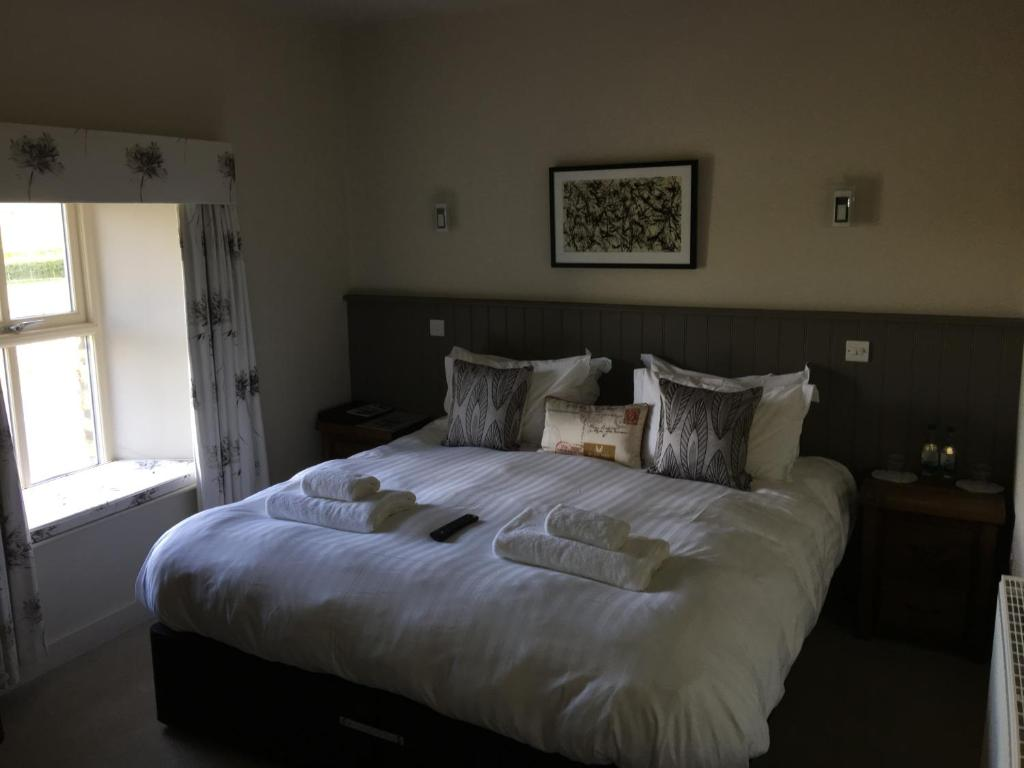 A bed or beds in a room at Red Well Inn