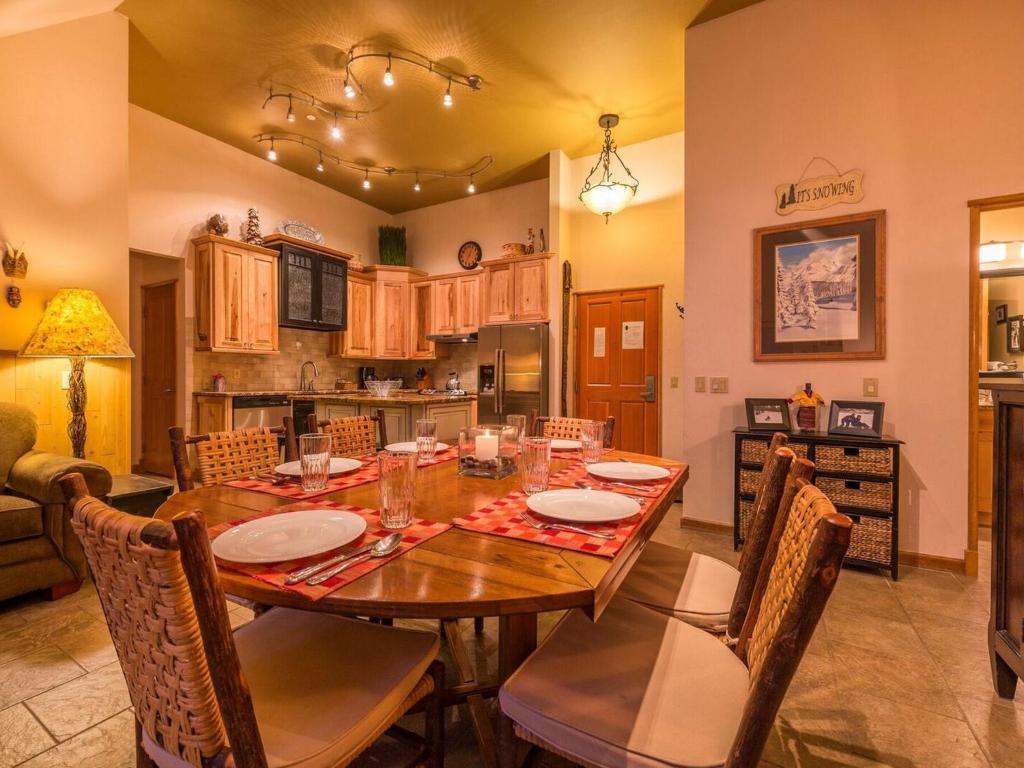 Lodge dining room
