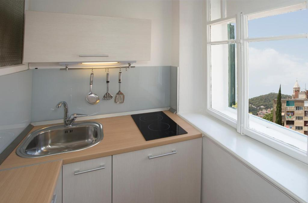 A kitchen or kitchenette at Dalmatian House