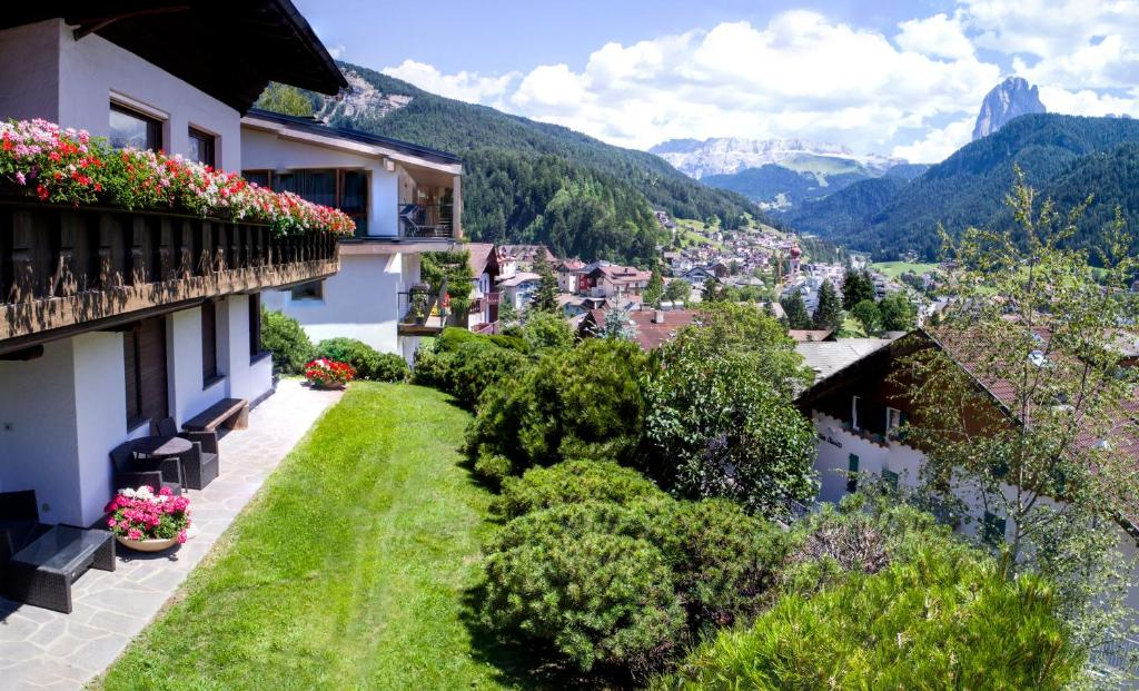 Apartments Meisules (Italien St. Ulrich in Gröden) - Booking.com