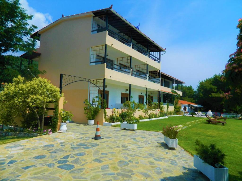 Asteri apartment asteri studios, skiathos town, greece - booking
