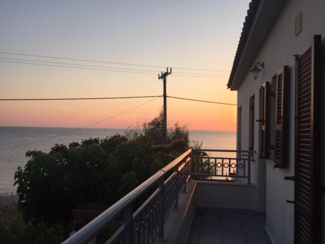 105918320 - Kostas House