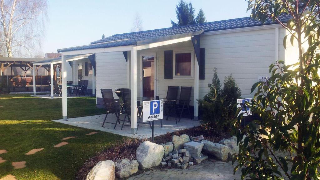 apartment haus berlin freiheit geniessen mit terrasse. Black Bedroom Furniture Sets. Home Design Ideas
