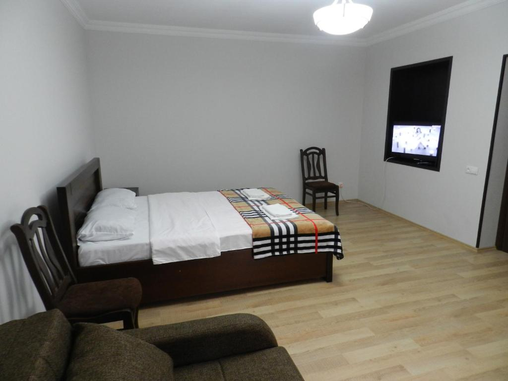 A bed or beds in a room at Inauri House