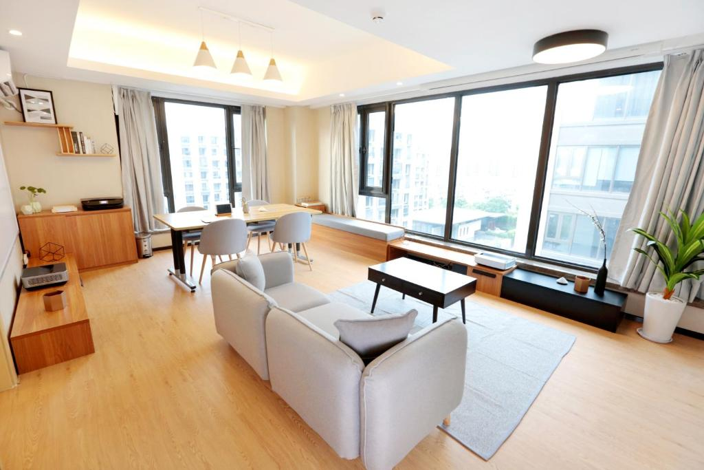 Gallery image of this property & WorkingLiving Smart Apartment Yuhang China - Booking.com