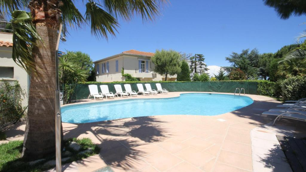 The swimming pool at or near Hôtel Beau Site - Cap d'Antibes