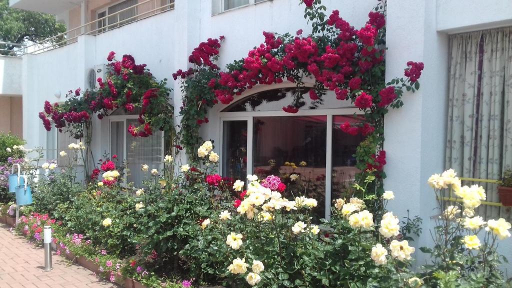 Апартамент Sarafovo residence - Бургас