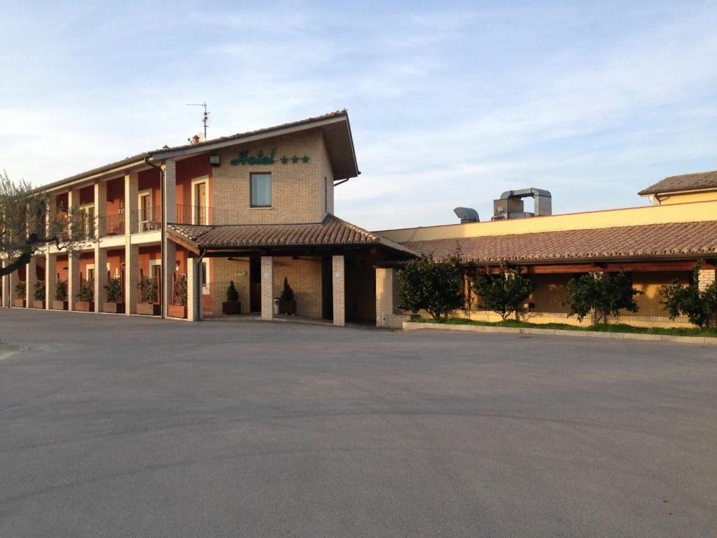 Hotel ristorante la cascina san vito chietino prezzi for Cascina merlata prezzi