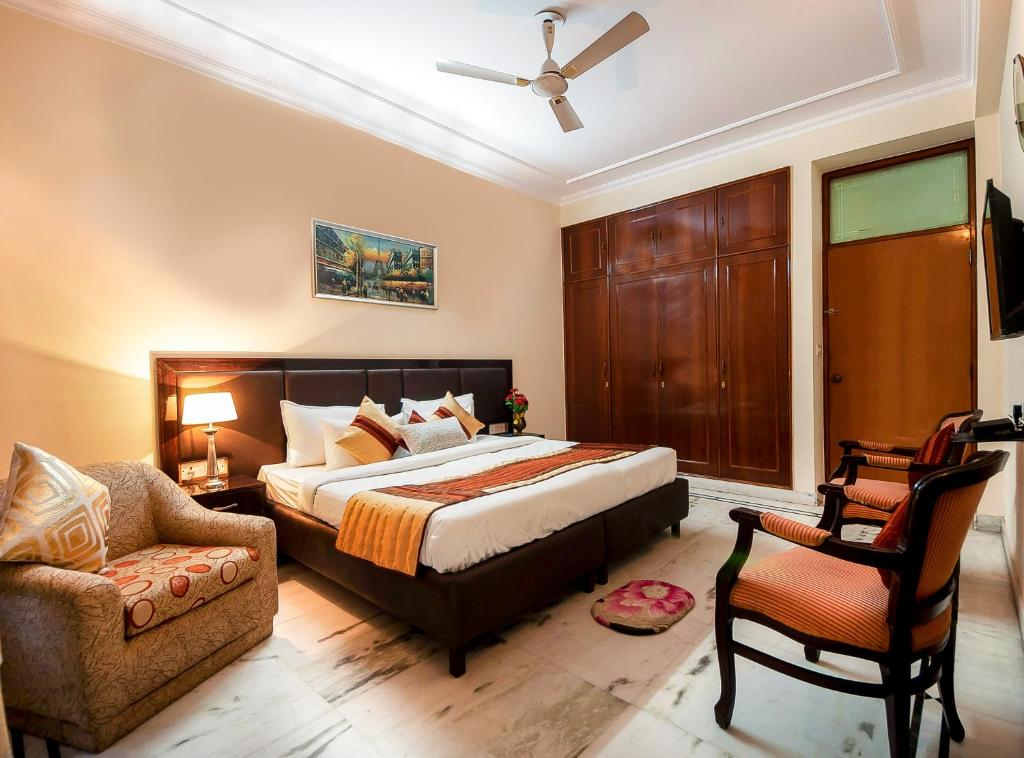 A bed or beds in a room at Golf View Residency