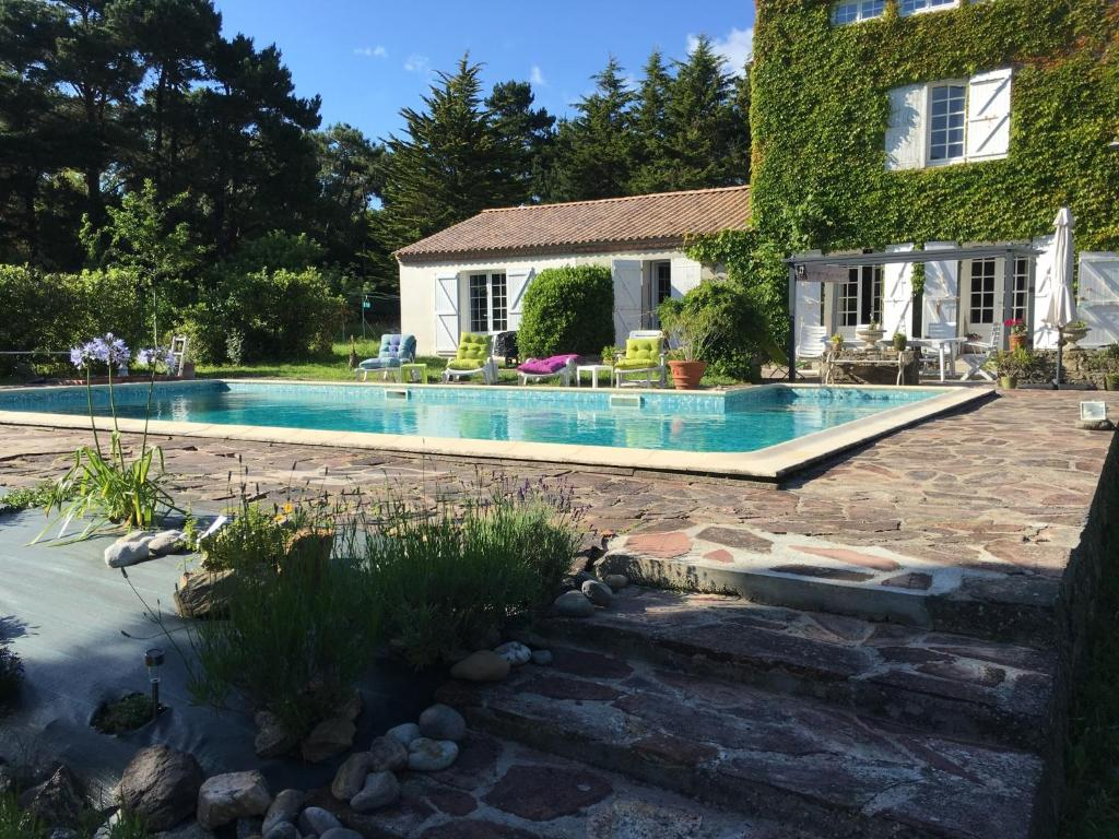 The swimming pool at or near Les galets de Cayola
