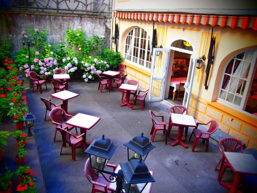 A restaurant or other place to eat at Hotel Calvaire