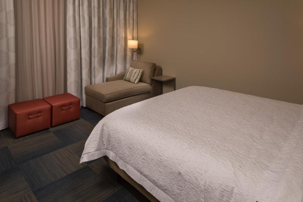 Hampton Inn Suites Asheville Bilt Nc Booking Com