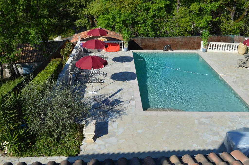A view of the pool at VILLA JALNA chambre, suites et appartement or nearby
