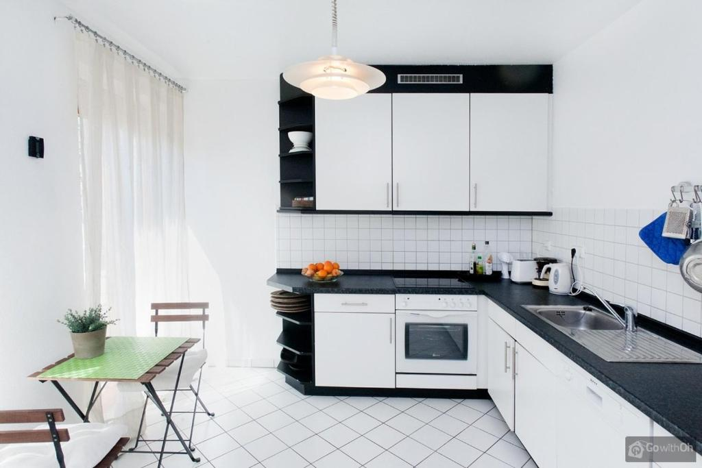 A kitchen or kitchenette at Berlin Center
