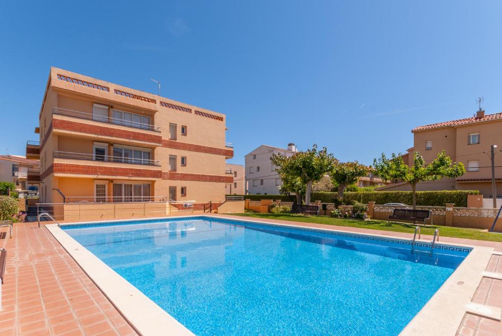 The swimming pool at or near Apartaments Fincasol
