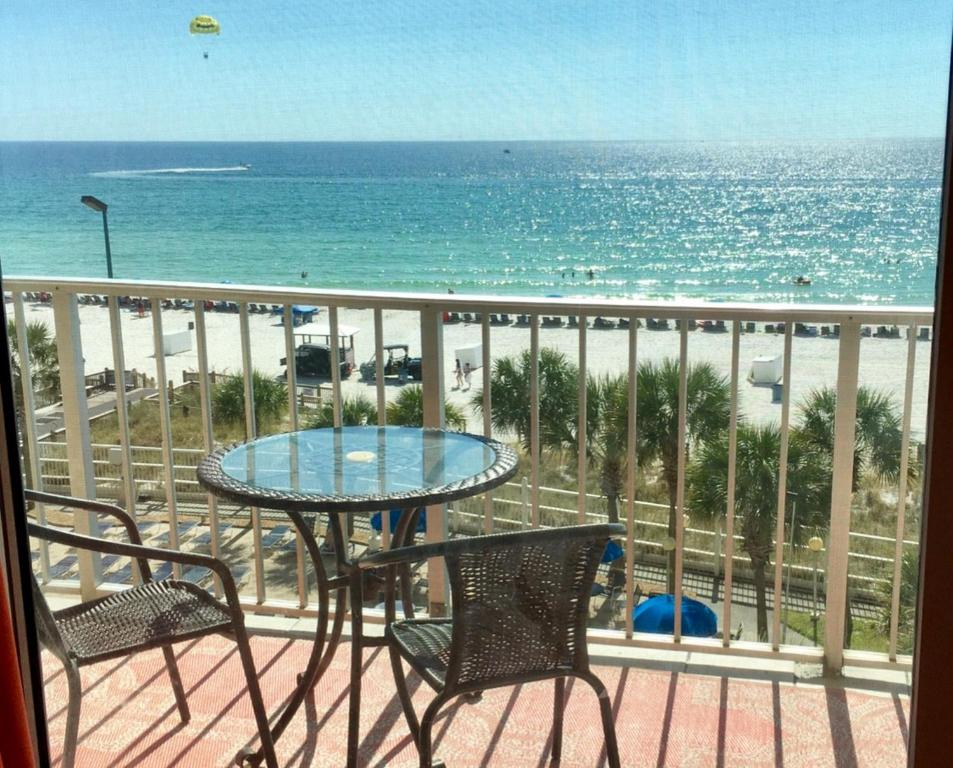 Condo With Beach Acess Available To  Panama City