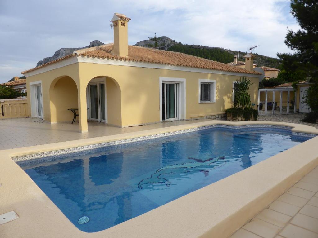 villa piscine en espagne costa blanca denia spain. Black Bedroom Furniture Sets. Home Design Ideas
