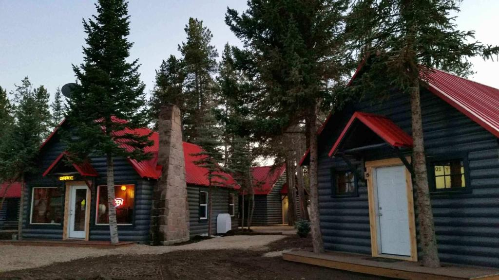 Yellowstone Cabins and RV during the winter