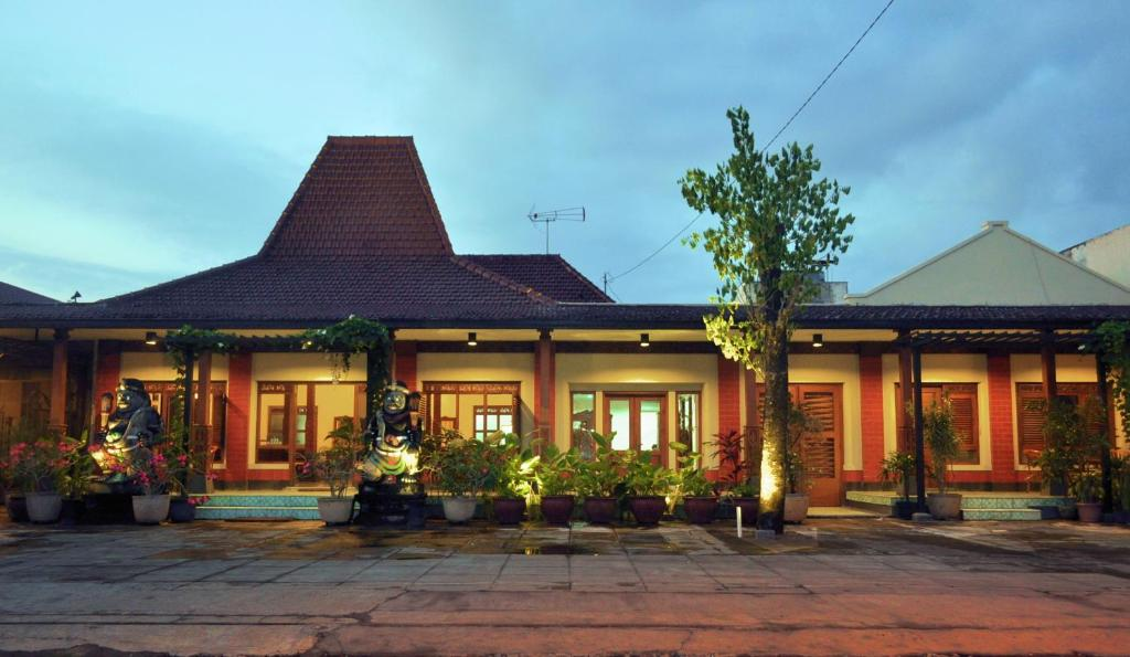 Maharani Guest House Yogyakarta Indonesia Booking Com