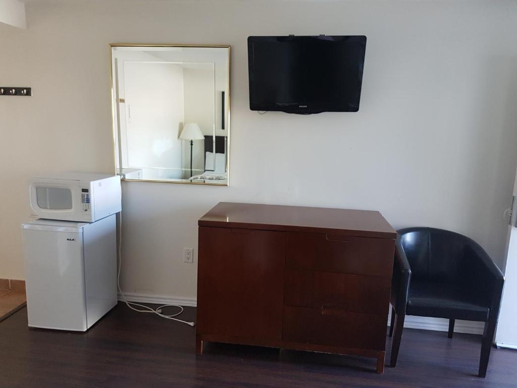 Americas Best Value Inn And Suites International Falls The Americas Hospitality Inn Niagara Falls Canada Bookingcom