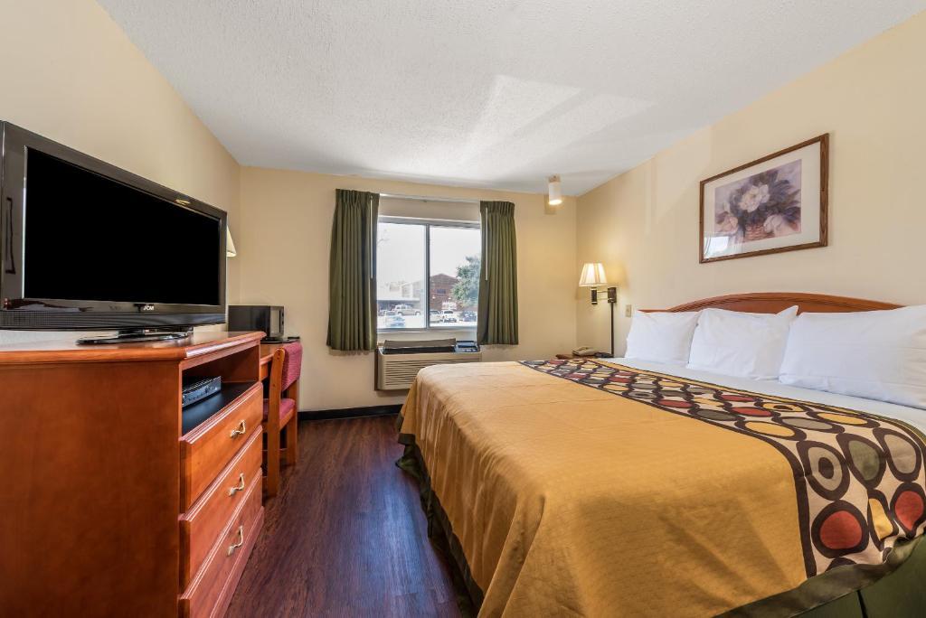 Hotel Super 8 By Wyndham Denton Tx Bookingcom