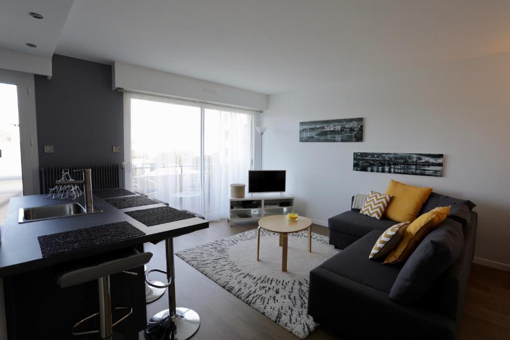 biarritz anglet appartement 5 cantons hypercentre anglet tarifs 2019. Black Bedroom Furniture Sets. Home Design Ideas