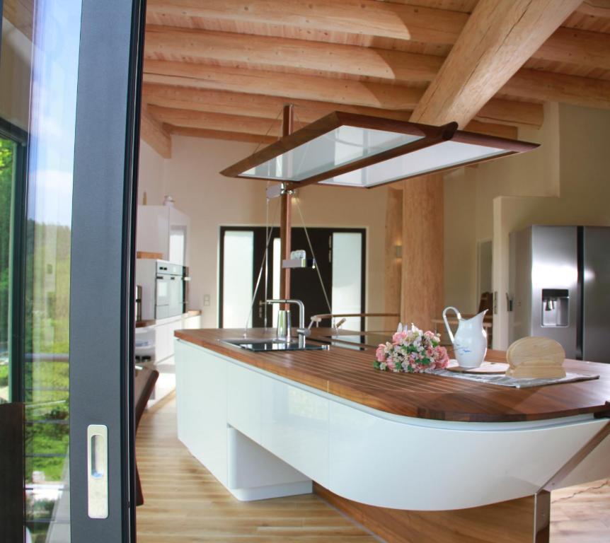 ferienhaus kanadisches blockhaus deutschland stuer. Black Bedroom Furniture Sets. Home Design Ideas