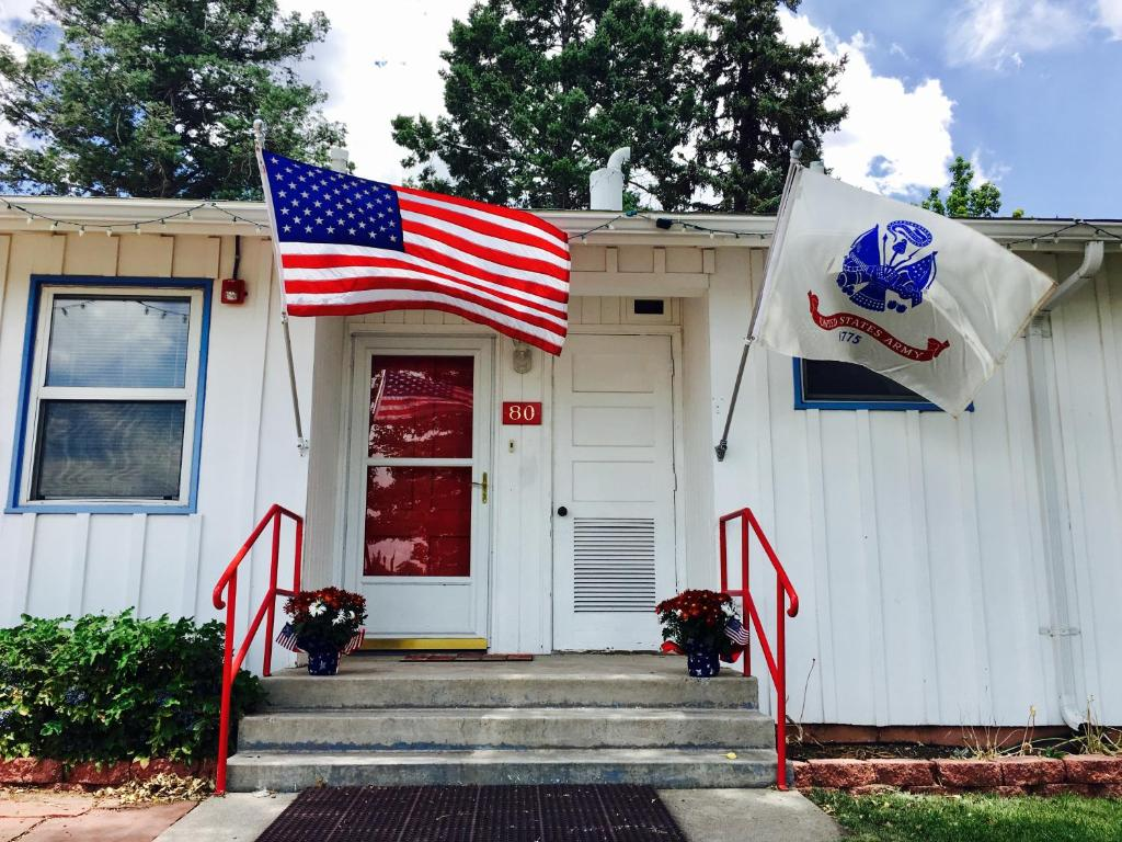 Canyon inn los alamos nm booking gallery image of this property jeuxipadfo Image collections