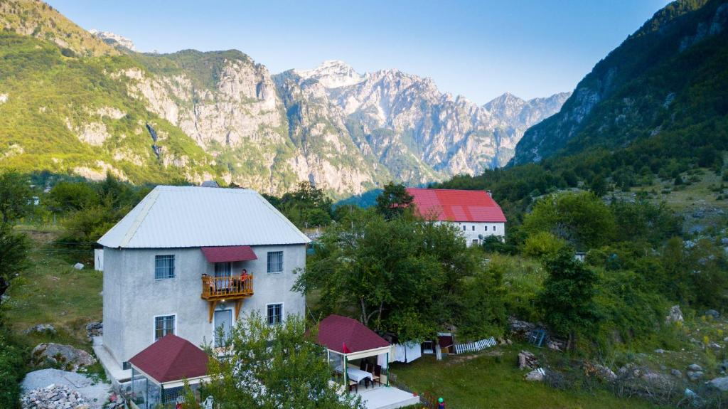 Vue générale sur la montagne ou vue sur la montagne depuis la maison d'hôtes