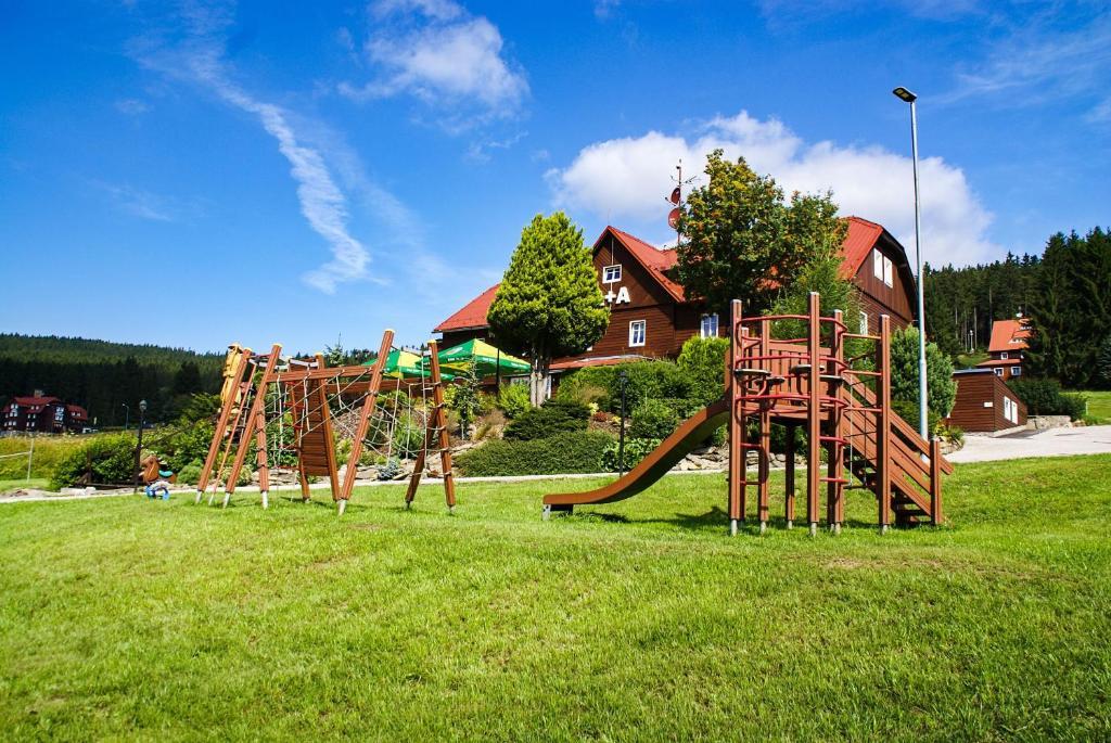 Ein Kinderspielbereich in der Unterkunft Penzion A+A