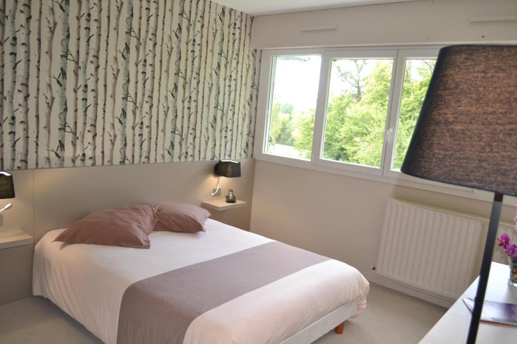 Un ou plusieurs lits dans un hébergement de l'établissement Hôtel de Guyenne