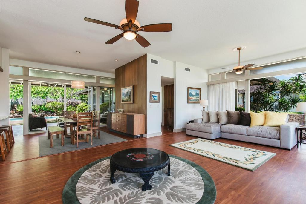 Vacation home le ahi estate three bedroom home honolulu - 3 bedroom suites in honolulu hawaii ...