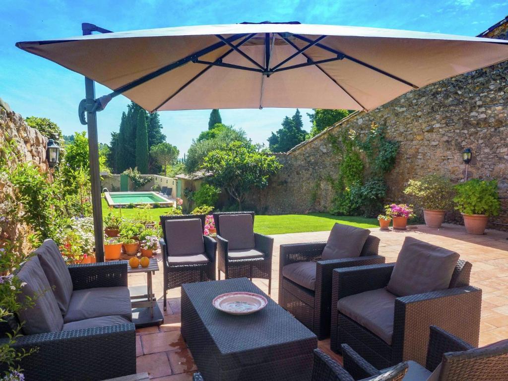 Патио или другая зона на открытом воздухе в Villa Montouliers