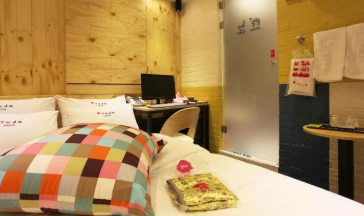 A bed or beds in a room at Hotel Yaja Kyunghee Univ