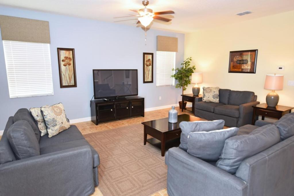A seating area at Providence at Victoria Woods #230721 Home